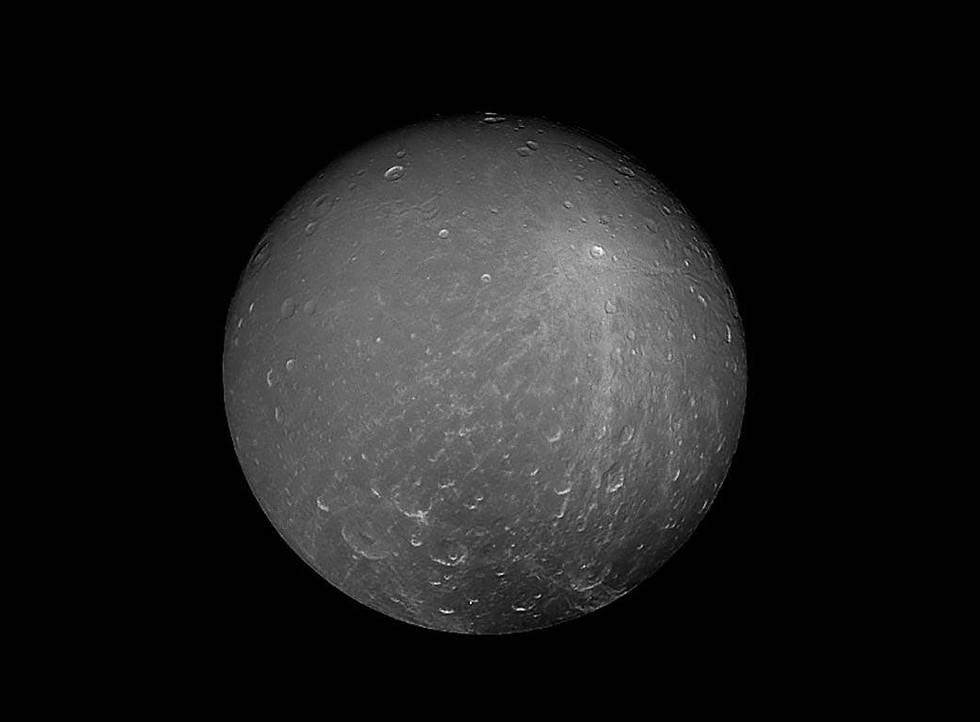 הירח דיוני של שבתאי (צילום: נאס