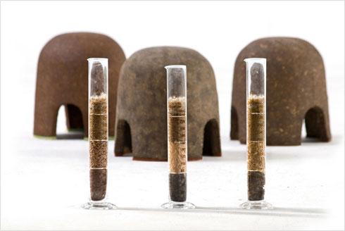 המוצר הראשון: שרפרפים מאדמה, בעבודת יד (צילום: שי בן אפריים)