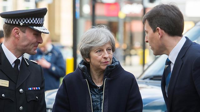 Британский премьер Тереза Мэй на месте  на месте отравления Скрипаля. Фото:ЕРА (Photo: EPA)