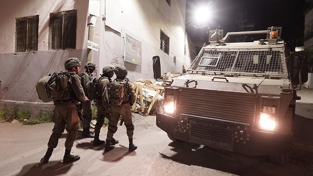 IDF forces in the terrorist's village (Photo: IDF Spokesman's Office)