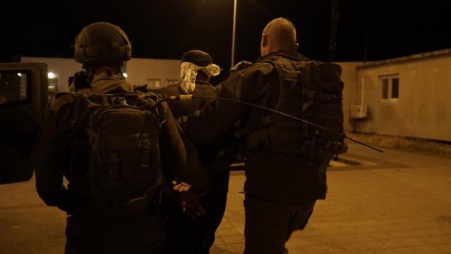 IDF troops arrest suspect in Barta'a (Photo: IDF Spokesman's Office)