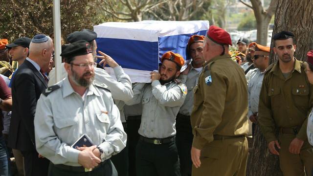 Lieutenant Ziv Daus laid to rest (Photo: Motti Kimchi)