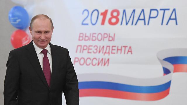 פוטין מצביע בבחירות לנשיאות ברוסיה (צילום: רויטרס)