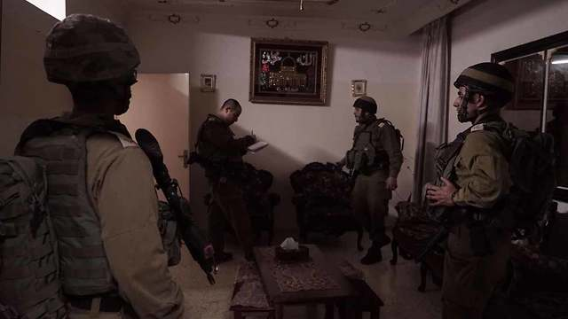IDF force at terrorist's house (Photo: IDF Spokesperson's Unit )