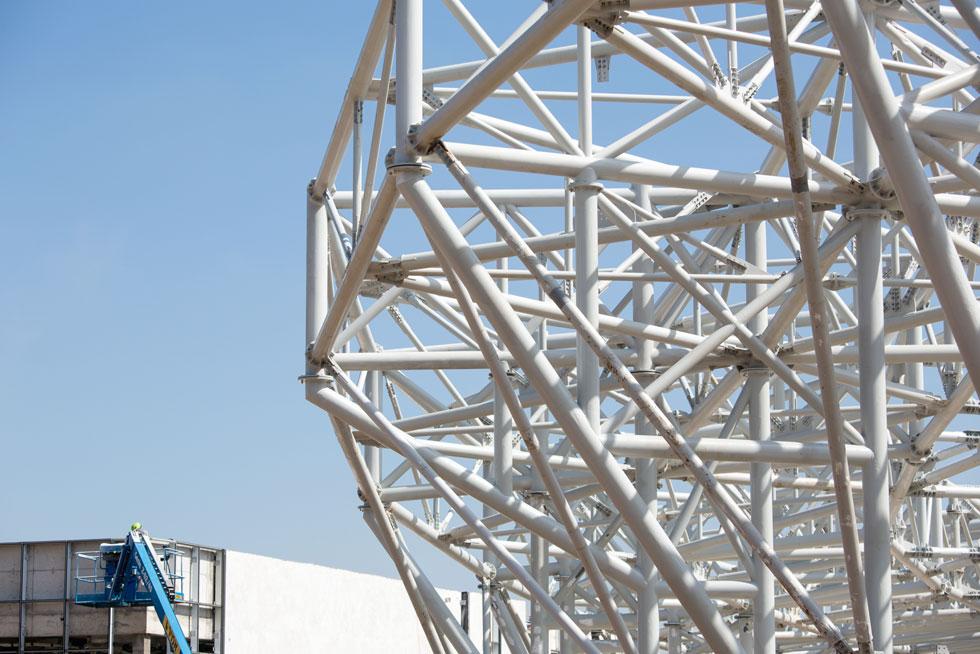 השלד מורכב מ-5,000 מוטות, 17 אלף פלטות חיבור ו-100 אלף ברגים (צילום: דור נבו)