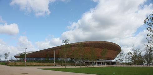 הוולודרום של אולימפיאדת לונדון. עיצובו נעשה בהשראת מסלול הרכיבה עצמו, ובאותם חומרים (צילום: flickr, Rick Ligthelm, cc)