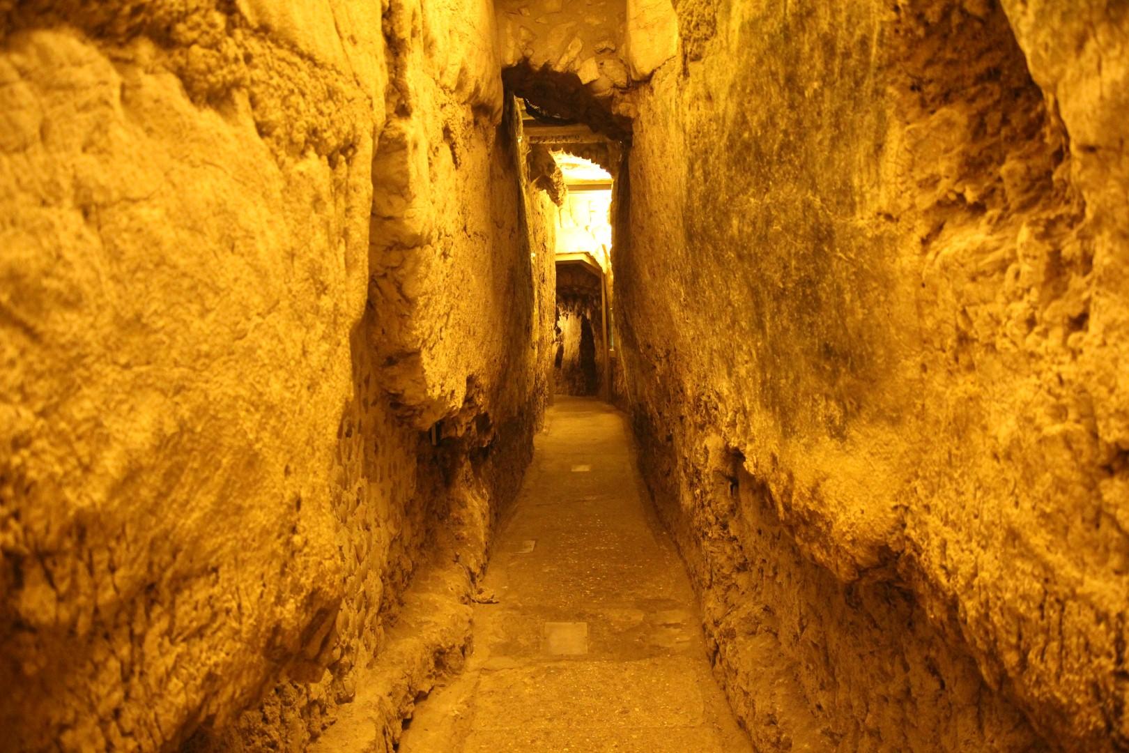 סיור במנהרות הכותל (הקרן למורשת הכותל )