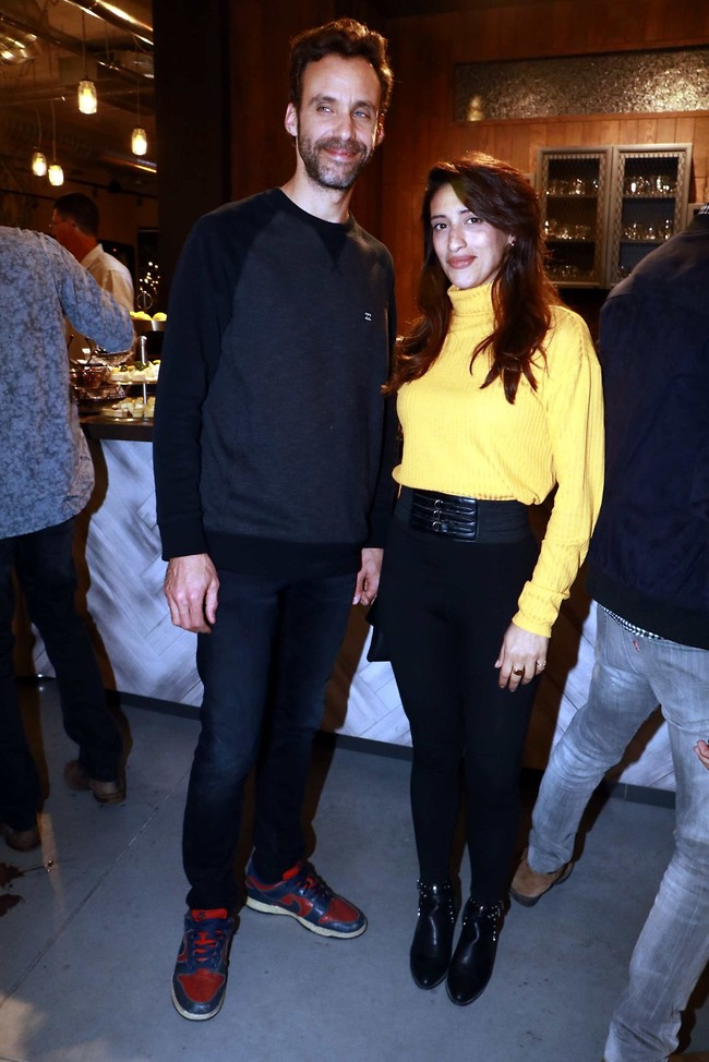 בא לפרגן לאישה. ירון ברובינסקי ומירב שירום (צילום: אמיר מאירי)
