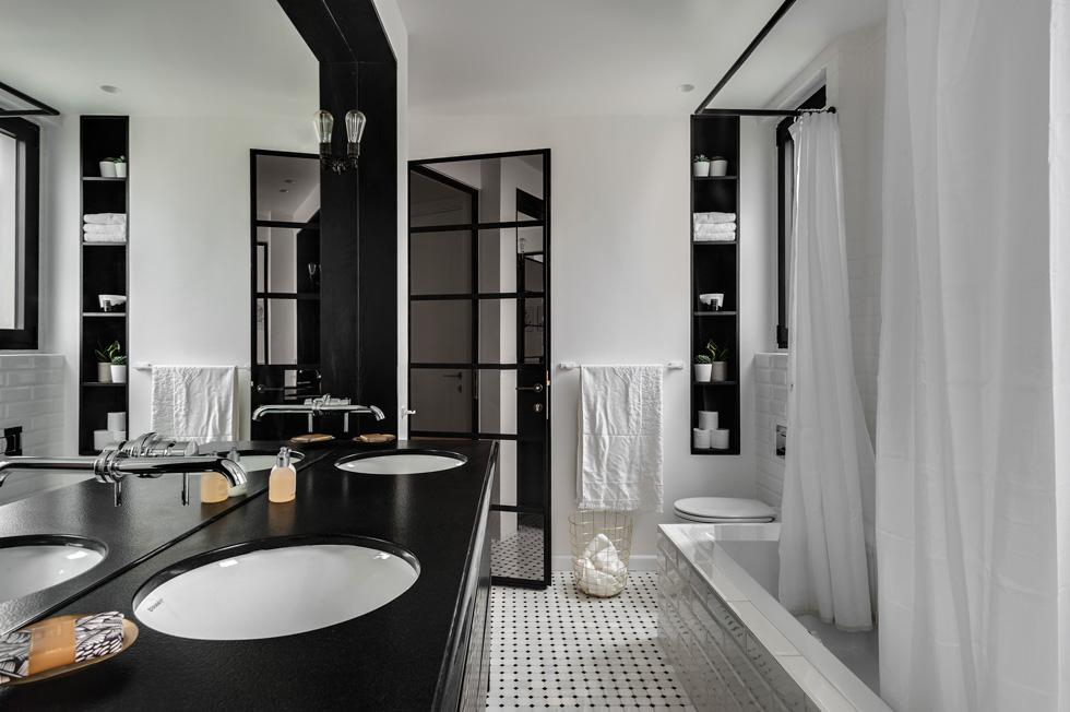 שחור-לבן בחדר הרחצה (צילום: עודד סמדר)