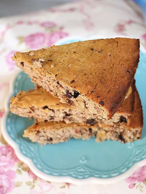 עוגת קוקוס, קינמון וחמאת בוטנים (צילום: הודליה כצמן Bake Care)