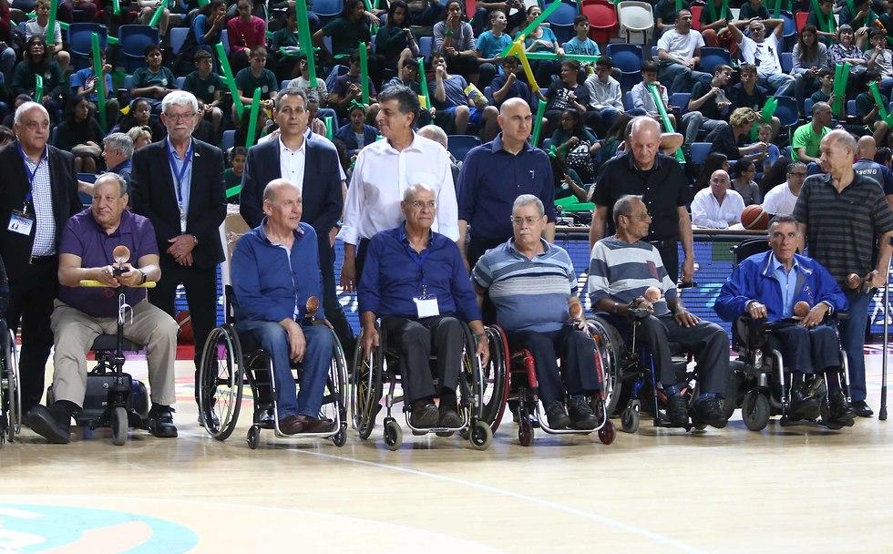ותיקי נבחרת ישראל כדורסל בכיסאות גלגלים (צילום: ראובן שוורץ)