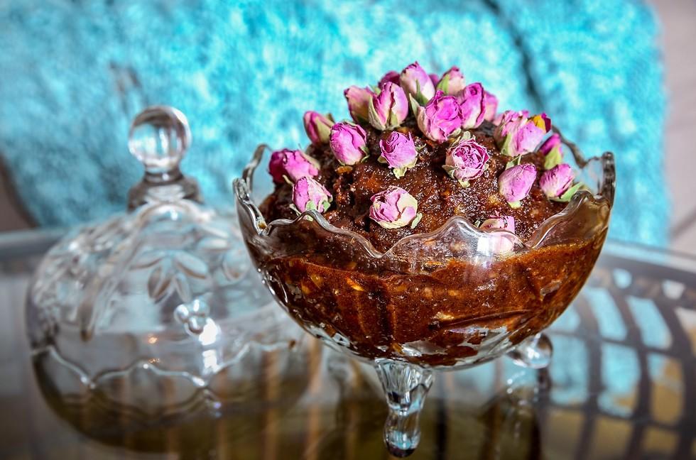 חרוסת עם עלי ורדים (צילום: ירון ברנר)