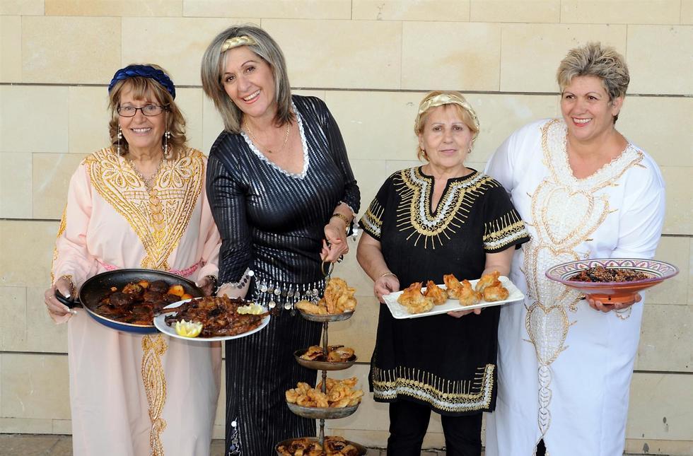 נשים מבשלות לפסח (צילום: אייל קרן)