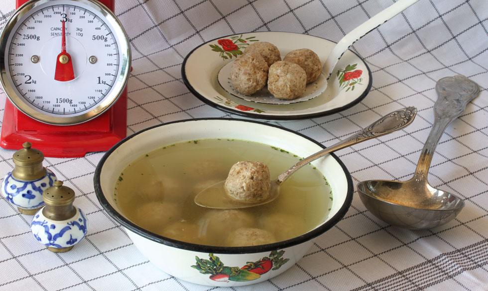 כופתאות אגוזים למרק עוף (צילום, סגנון והכנה: אסנת לסטר)