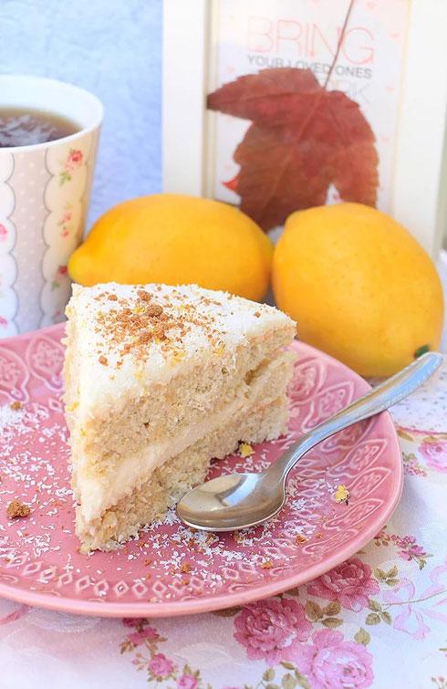 עוגה שקדים עם קרם קוקוס שוקולד לבן (צילום: הודליה כצמן Bake Care)