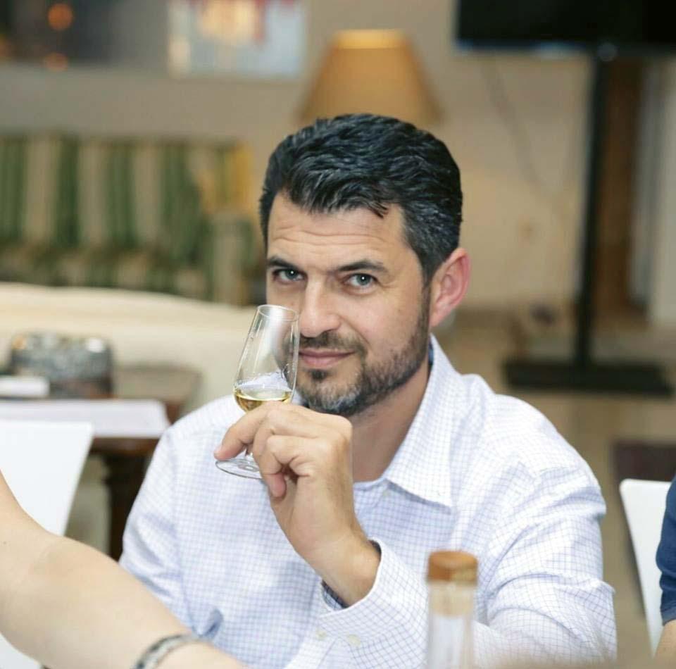Дима Персиц на дегустации. Фото из личного архива