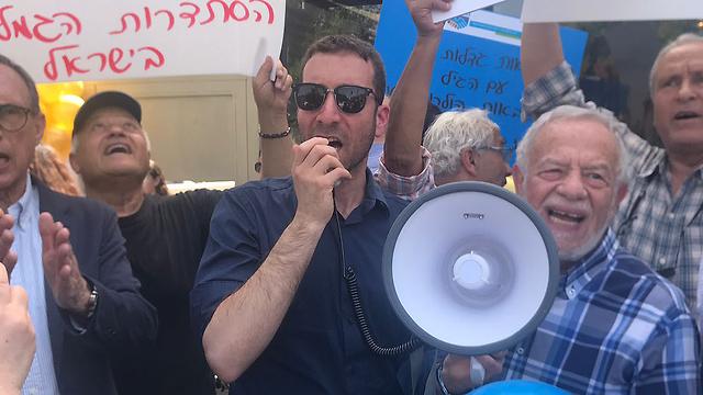 Депутат Ицик Шмули на демонстрации. Фото: Амир Алон (Photo: Amit Alon)