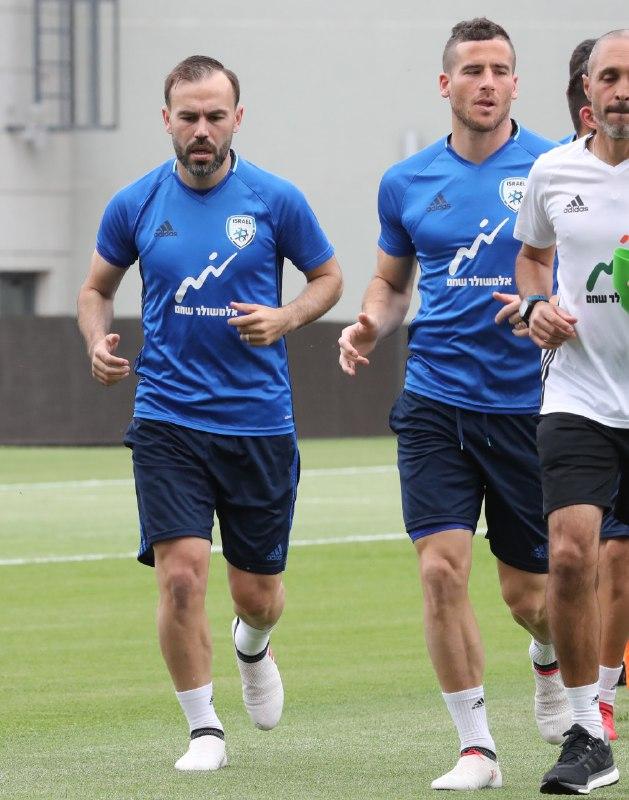 תומר חמד וביברס נאתכו באימון נבחרת ישראל (צילום: אורן אהרוני)
