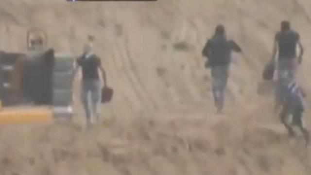 כניסת נערים מעזה לגבולות ישראל ושריפת מחפר ()