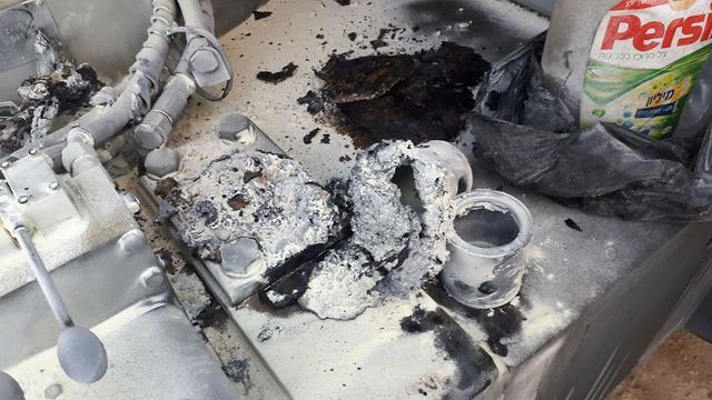 הנזק שנגרם לכלי ההנדסה שהוצת על ידי הפלסטינים ()