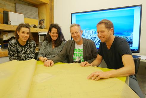 הצוות שהכין את ההצעה (מימין): האדריכלים רוי גורדון, אמנון רכטר, חן צירינסקי ודפנה גורביץ' (צילום: מיכאל יעקוסון)