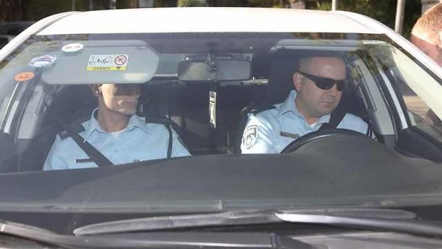 חוקרי המשטרה מגיעים למעון ראש הממשלה בירושלים (צילום: אוהד צויגנברג)