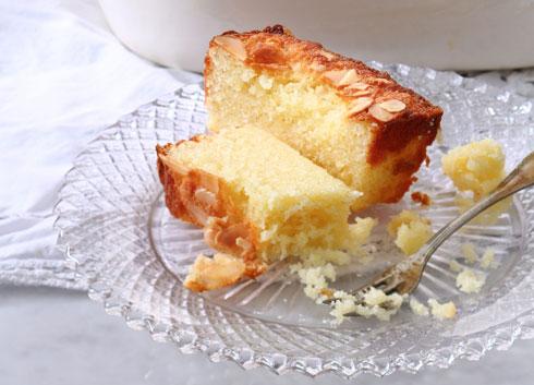 עוגת שקדים ולימון בחושה לפסח (צילום: דן פרץ, סגנון: עמית פרבר)