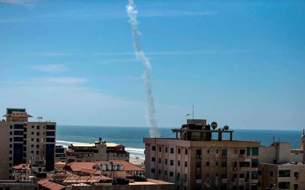 Hamas launches rocket toward the sea in large-scale military exercise (Photo: AFP)