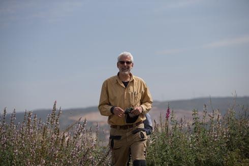 אדריכל הנוף רם איזנברג. גדל בקיבוץ נתיב הל''ה וטייל כאן כילד (צילום: אלכס קולומויסקי)