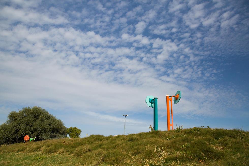 אדריכל הנוף המוערך רם איזנברג ביקש לתת לתושבים ערך, שבולט בחסרונו בשגרת יומם: חיבור למקום ולטבע (צילום: אלכס קולומויסקי)