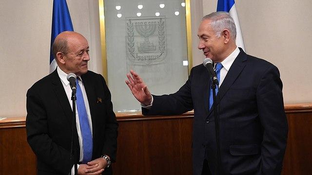 בנימין נתניהו עם שר החוץ הצרפתי ז'אן-איב לה דריאן (צילום: קובי גדעון, לע