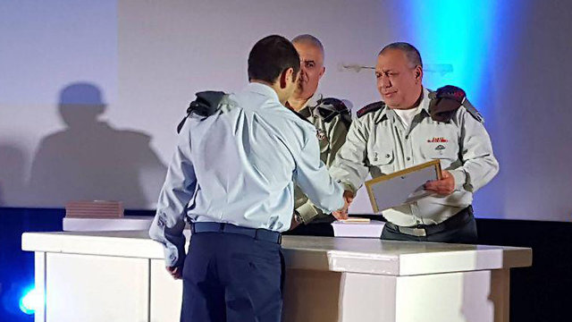 The IDF chief at ceremony recognizing excelling officers and NCOs (Photo: Roee Idan)