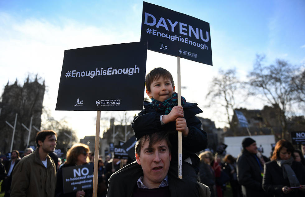 British Jews protest outside parliament against Labour's Jeremy Corbyn (Photo: EPA)