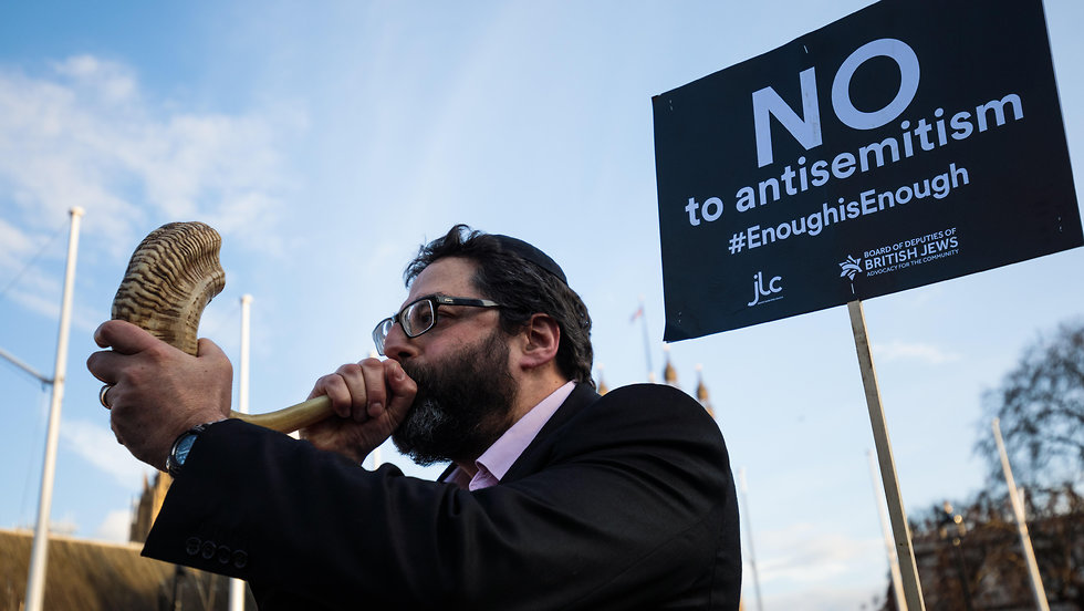 British Jews protest outside parliament against Labour's Jeremy Corbyn (Photo: GettyImages)