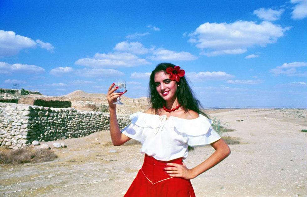 """נילי דרוקר-ששון ז""""ל בתחילת דרכה כדוגמנית. """"ילדת טבע שאהבה חיות ולא פחדה מכלום"""" (צילום: Nachoom Assis, cc)"""