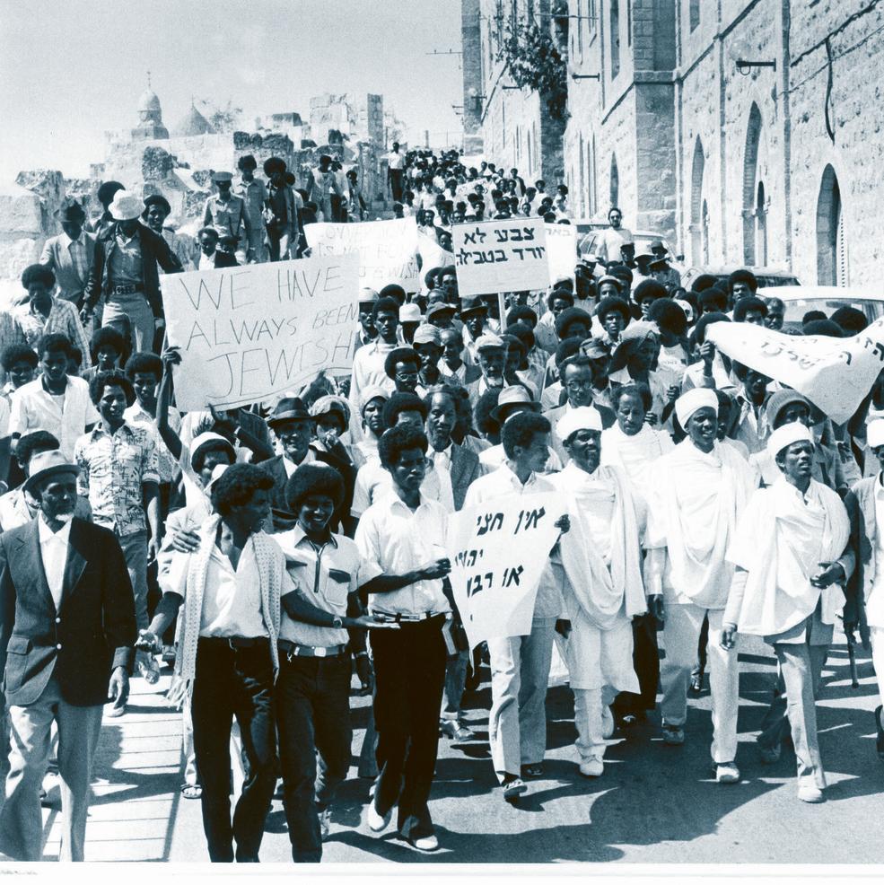 """מפגינים אתיופים נגד יחס הרשויות הדתיות כלפיהם, 1985. הלוי: """"המבצע להעלאת יהודי אתיופיה היה כרוך בסיכונים גדולים מאוד. השאלה החשובה היא מה קרה אחרי שהבאנו אותם"""""""