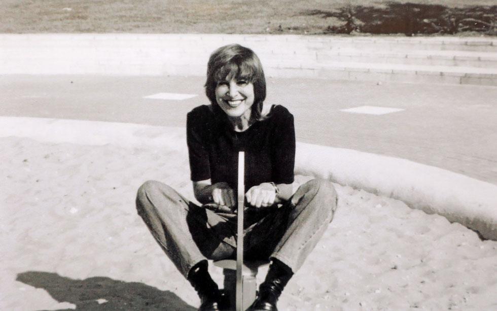 """דותן בשנות ה-70. """"הפגיעה המינית הביאה אותי למצבים של דיכאון. זו אחת הסיבות לכך שהיו שנים שלא היה לי כוח או חשק לשיר"""" (רפרודוקציה: דנה קופל)"""
