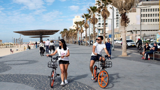 Bicycles for rent on Tel-Aviv's Beach (Photo: MoBike)