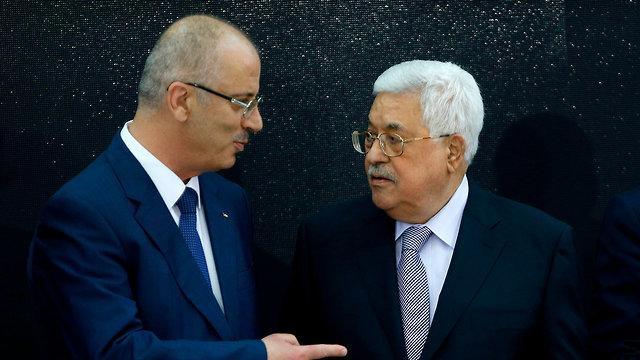 Palestinian Prime Minister Rami Hamdallah with President Mahmoud Abbas (Photo: AFP)