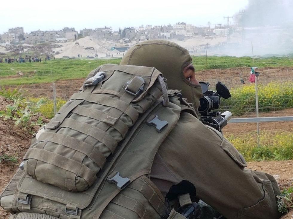 IDF sniper near the Gaza border (Photo: Yoav Zitun)