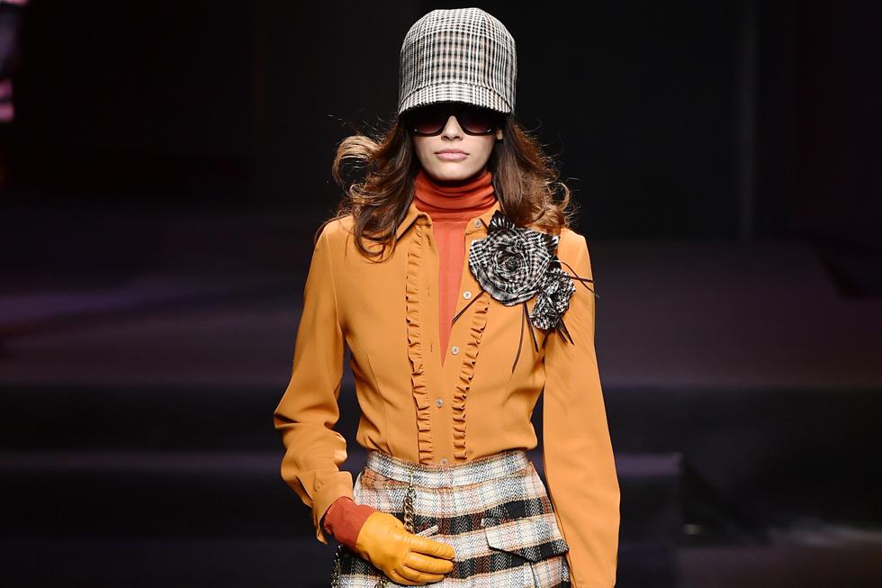 דאקס. אל  תהססו לשלב את כובעי המצחייה עם לוק קצת מחויט או אפילו לוק לערב (צילום: Gettyimages IL)