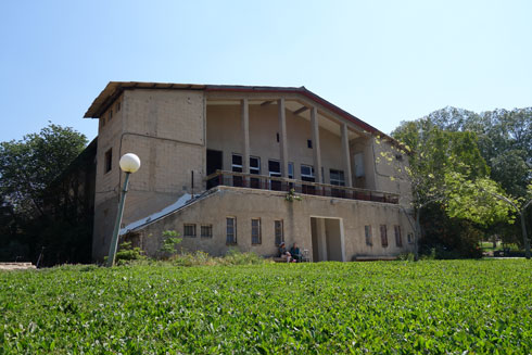שמואל ביקלס, מחשובי האדריכלים שפעלו בארץ, תכנן את בית התרבות בקיבוצו שלו (צילום: מיכאל יעקובסון)