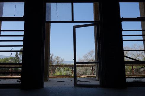 אך ביציאה למרפסת נשקף נוף מרהיב (צילום: מיכאל יעקובסון)