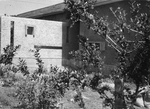 זה היה פרק נדיר בקריירה של האדריכלים, שהתמחו בבנייה ציבורית (צילום: אוסף משה לופנפלד ארכיון אדריכלות ישראל)