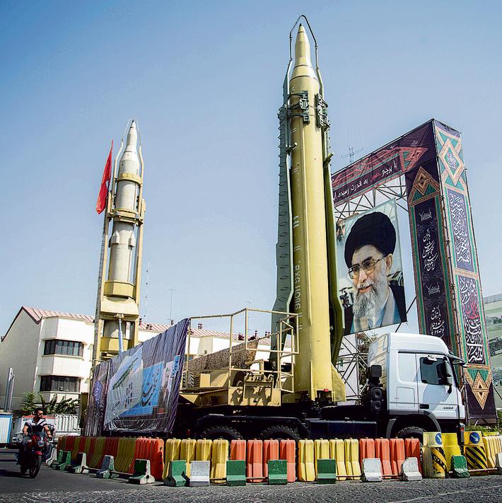 """מפגן צבאי בטהרן. """"הסבירות שאיראן תירה טילים על מדינת ישראל היא נמוכה"""""""