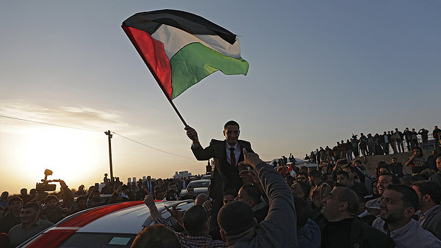 Palestinian protesters near Gaza border (Photo: EPA)