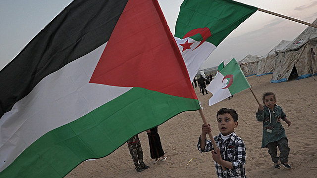 Palestinian children brought to March of Return (Photo: EPA)