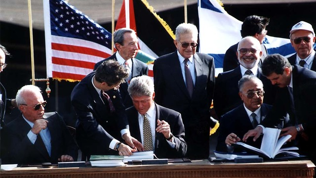 Leaders at  the signing of Israel-Jordan peace treaty (Photo: Zoom 77)