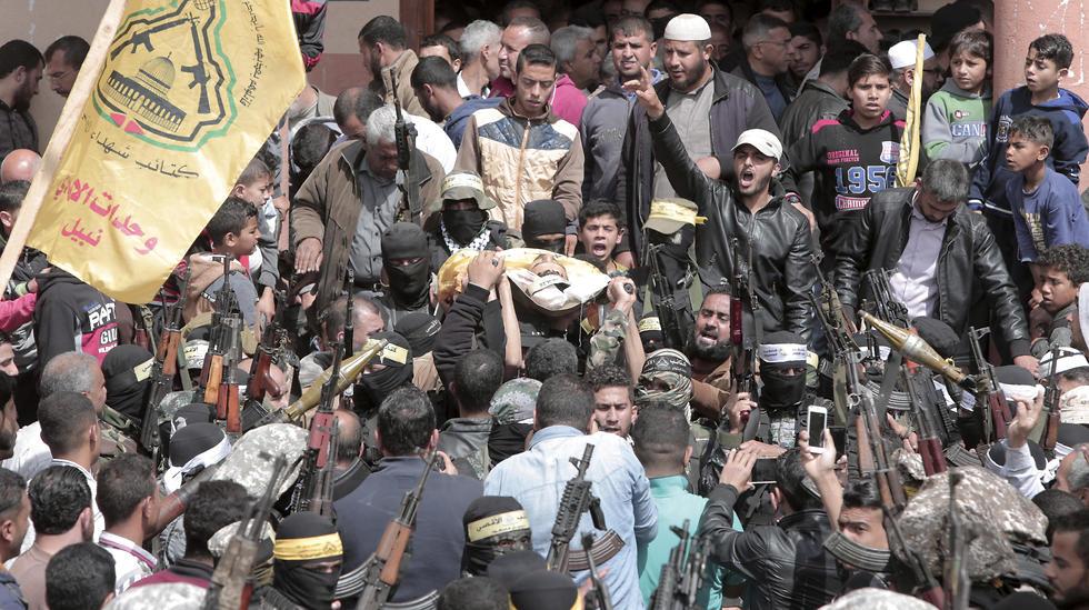 Fatah gunmen crowd funeral of Palestinian killed on Friday (Photo: AP)
