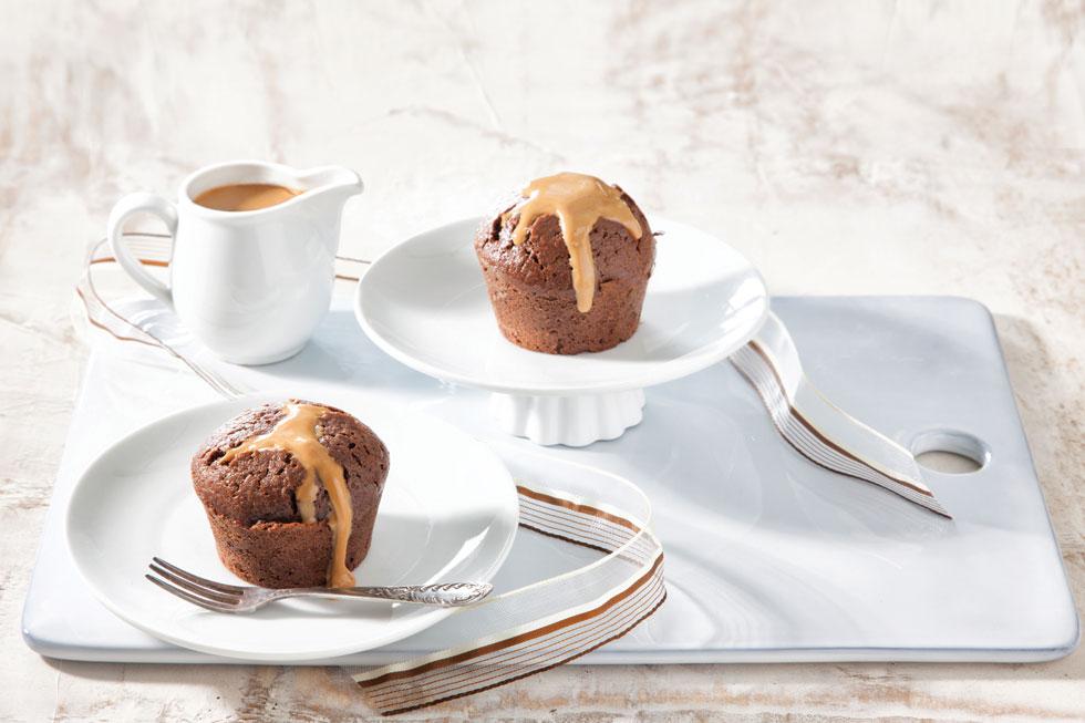 עוגת שוקולד חמה עם קרם חמאת בוטנים (צילום: דני לרנר, סגנון: פסי ברניצקי)